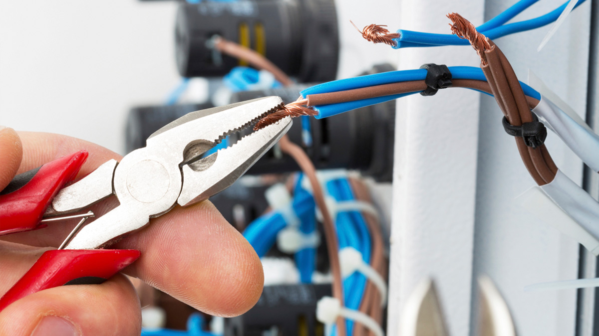 Benefits of Hiring Commercial Electricity for Your Home